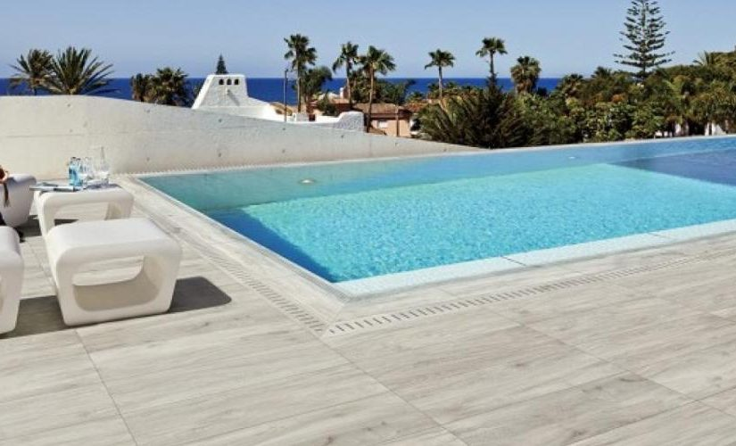 Terrasse carrelages et dallages pour l 39 ext rieur c t for Prix piscine carrelee